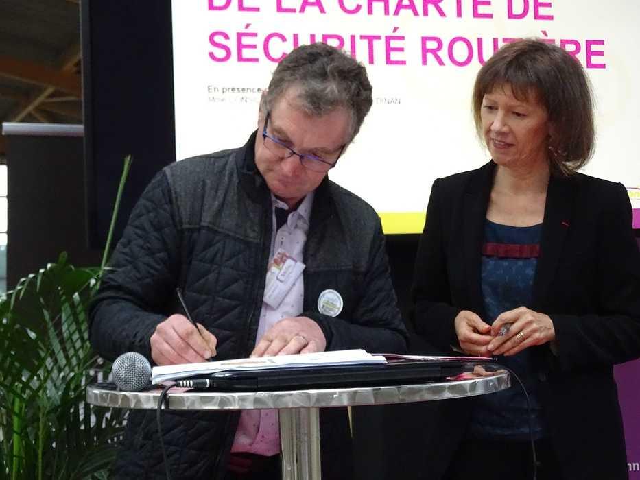 COMMUNIQUÉ DE PRESSE - Signature d'une charte d'engagement professionnel en faveur de la sécurité routière 0